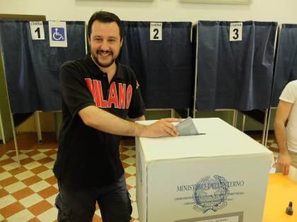 """Salvini vuole l'allenza col Cav: """"Ora Forza Italia lasci il Ppe"""""""
