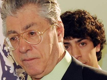 Lega, procura Milano chiede processo per Bossi