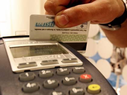 Dall'idraulico al parrucchiere: scatta l'obbligo del bancomat