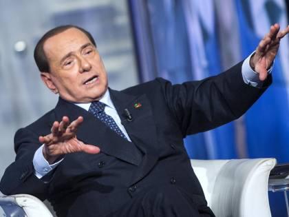 Vietato parlare dei giudici. Berlusconi richiamato per le frasi dette a Napoli