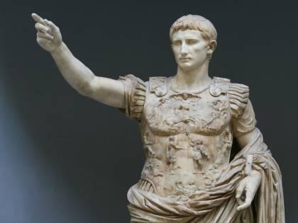 """Dal Senato ai """"tweet"""" in latino. Così Augusto inventò la politica"""