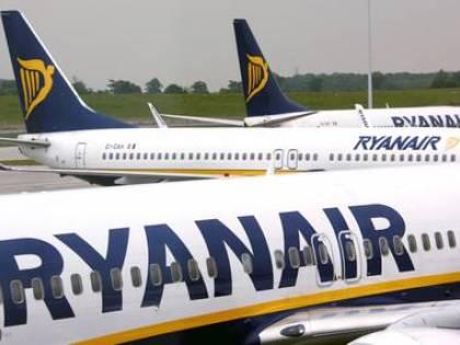 Fuma durante il volo, multa di 2000 euro a un turista lombardo