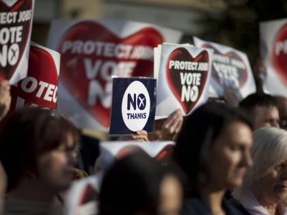 """Londra corteggia gli indecisi: con il """"no"""" più poteri e risorse"""
