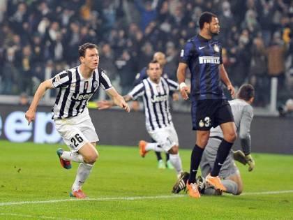 Inter: sgambetto alla Juve, tentativo per Lichtsteiner a scadenza