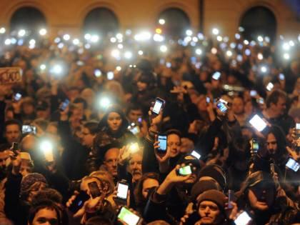 """Budapest, migliaia in piazza contro la """"internet-tax"""""""