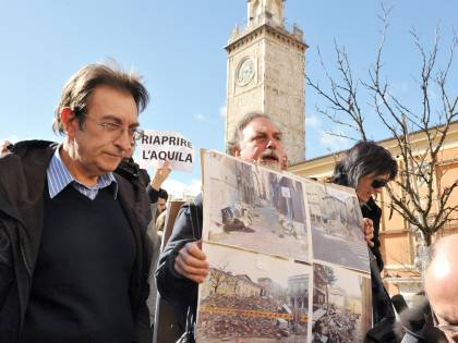 "L'Aquila, dirigente sospesa ""Non portò acqua ai consiglieri"""
