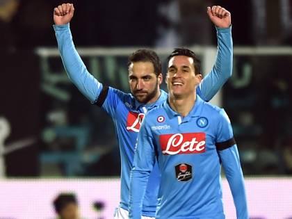 Higuain è l'oro di Napoli: due gol per restare terzi