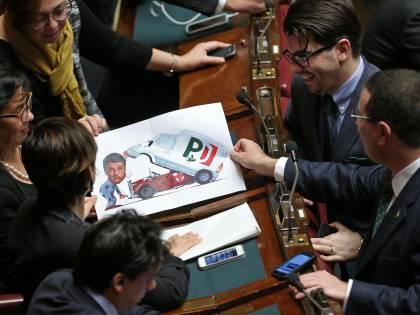 """Il manifesto della Lega: """"Renzi democristiano"""""""