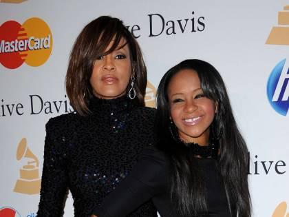 La figlia di Whitney Houston trovata priva di conoscenza nella vasca da bagno