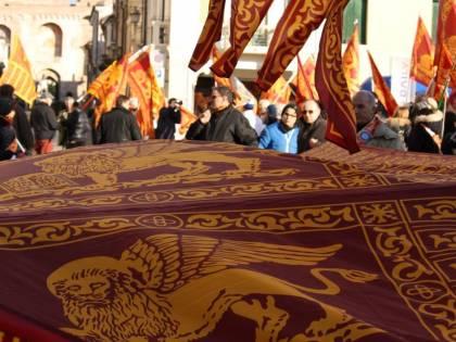 """Sindaci veneti in rivolta: """"Basta fascia tricolore, vogliamo quella di San Marco"""""""