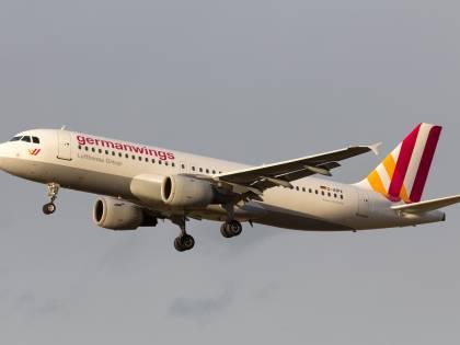 """Candidato M5S a Giugliano su Facebook: """"Peccato che sull'aereo Germanwings non ci fossero gli elettori del Pd"""""""