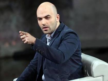 Pd, i dissidenti in cerca di leader: spunta l'idea Saviano