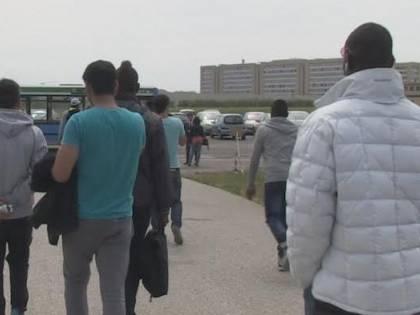 Ritardo nel pagamento della diaria e i profughi si ribellano