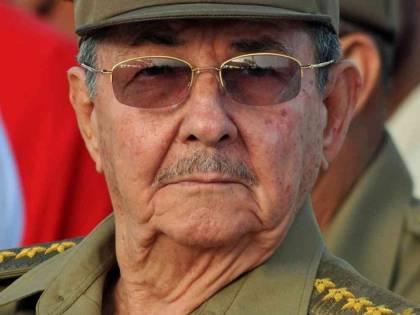 """Raul Castro """"nasconde"""" i mendicanti al Papa"""