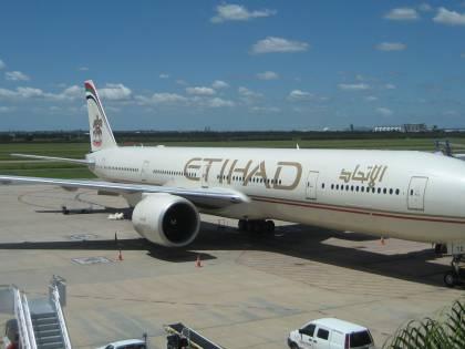 Pilota di Etihad muore in volo: atterraggio d'emergenza in Kuwait
