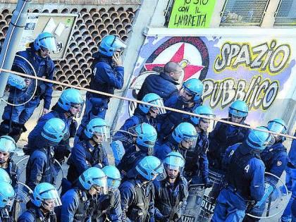 Giro di vite sui centri sociali «Adesso sarà tolleranza zero»