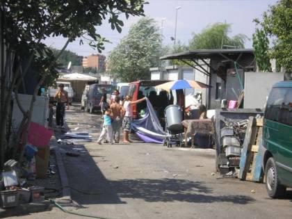 """Macchine """"truccate"""" e armi: l'organizzazione paramilitare  dei rom che terrorizza le città"""