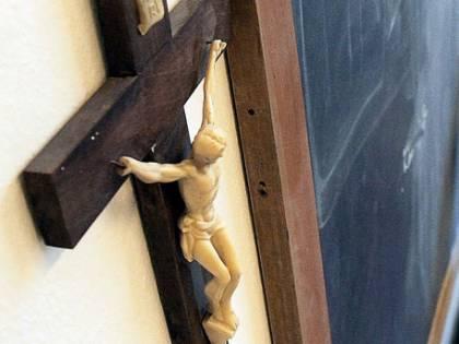 Dà fastidio la croce? Guardassero altrove