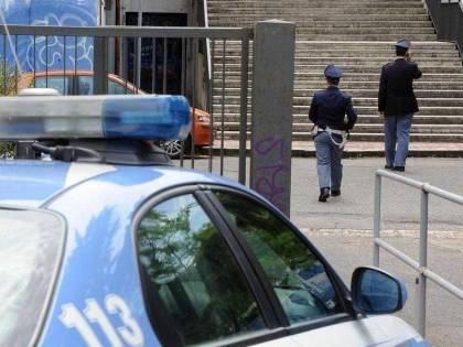 Clandestino cinese accoltella un poliziotto per sfuggire a un controllo