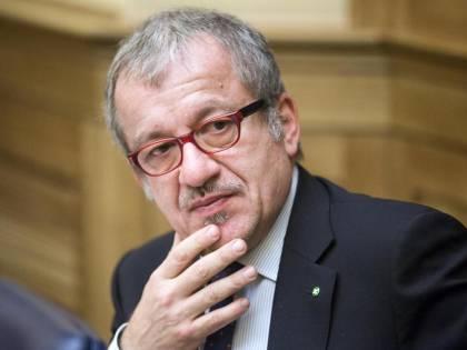 """Immigrati, Maroni: """"Condivido parole di Bagnasco"""". E attacca il governo: """"Incapace"""""""