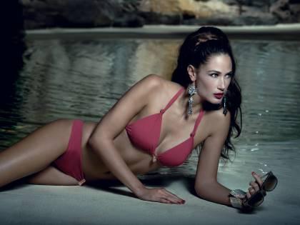 Taormina Film Fest: oro e diamanti sui bikini da star di Anne Garcia