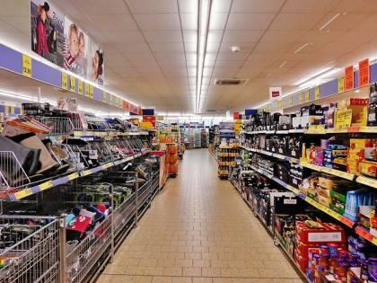 La Russia punisce la Francia, multa salata per i supermercati Auchan