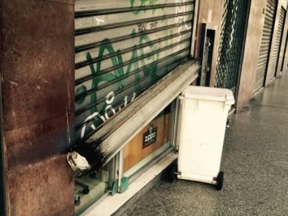 Rom assaltano tabaccheria e portano via sigarette e incasso
