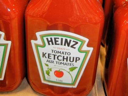 Uomo scopre un link a un sito porno sulla bottiglia di ketchup Heinz