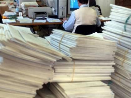 Sfatato il mito degli statali: guadagnano 2mila euro in più dei dipendenti privati