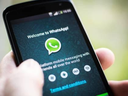 """L'allarme degli esperti: """"Così ci spiano le chat WhatsApp e Telegram"""""""