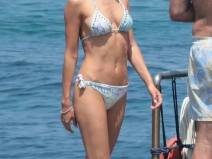 Anna Safroncik: bikini e fisico hot a Ischia