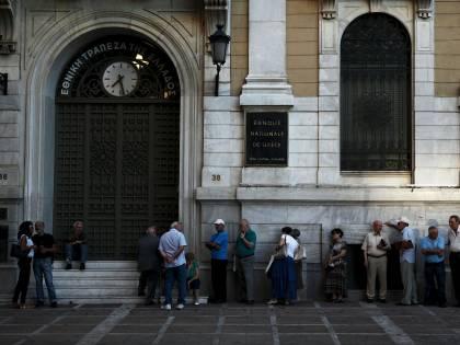 Grecia, code alla National Bank riaperta oggi