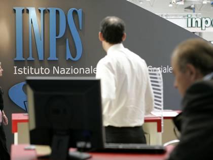 """Renzi fa indebitare i pensionati per """"salvare"""" le casse dell'Inps"""