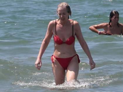 Stefania Giannini paparazzata a Forte dei Marmi
