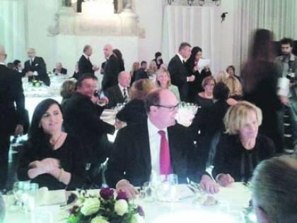 Cena di beneficenza per l'alluvione di Genova, nessuno paga il conto, neanche il principe di Monaco