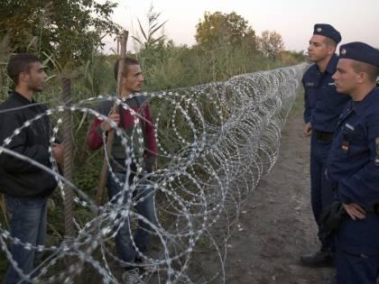 Continua l'invasione migranti: Ungheria pronta a nuovo muro