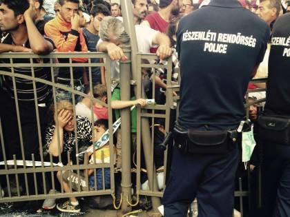 Migranti, Budapest è nel caos: inviati 3.500 militari al confine