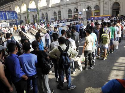 Budapest, gli immigrati prendono d'assalto la stazione