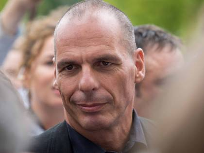 """L'ex ministro Varoufakis: """"Mes senza condizionalità? Bufala della Merkel"""""""