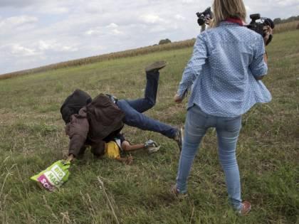 Sgambettò i migranti in fuga dalla polizia, assolta la reporter ungherese