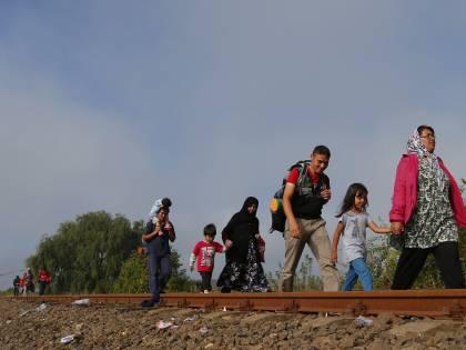 Migranti, la stretta di Orbàn: una porta per bloccare i treni