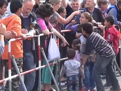 """""""Danno maiale a profughi islamici"""": la polizia ungherese nella bufera"""