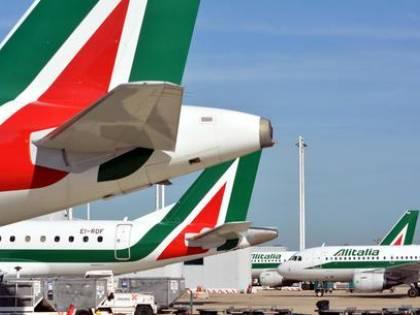 """""""Renzi alza le tasse aeroportuali per i cassa integrati di Alitalia"""""""