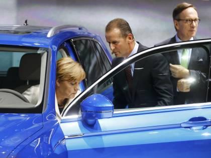 Germania, Italia essenziale per la riapertura dei colossi dell'auto
