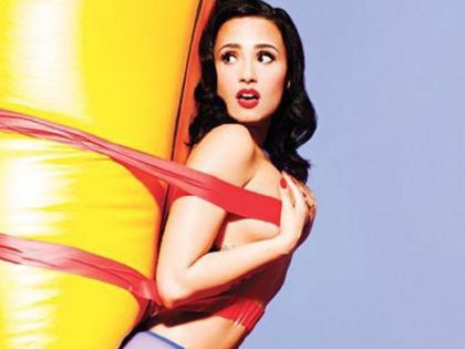 Demi Lovato, topless per Complex Magazine
