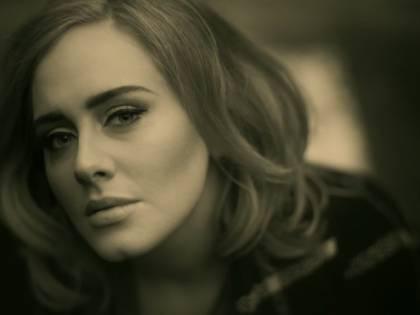 """Adele, """"Hello"""" da record: i numeri di un successo clamoroso"""