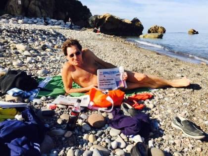 Crocetta posta le sue foto al mare per replicare a Vecchioni