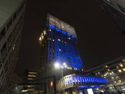 La Torre Velasca si illumina di blu