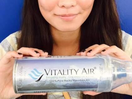 La soluzione allo smog in Cina? Bottiglie piene di aria fresca