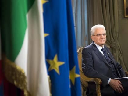 Bimbo piange e interrompe il discorso di Mattarella: la reazione del presidente